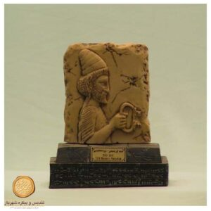 کتیبه پایه دار سنگی هدیه آور لیدیایی