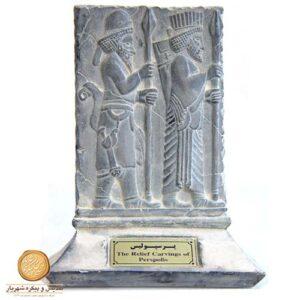 پرسپولیس - دو سرباز مادی و پارسی